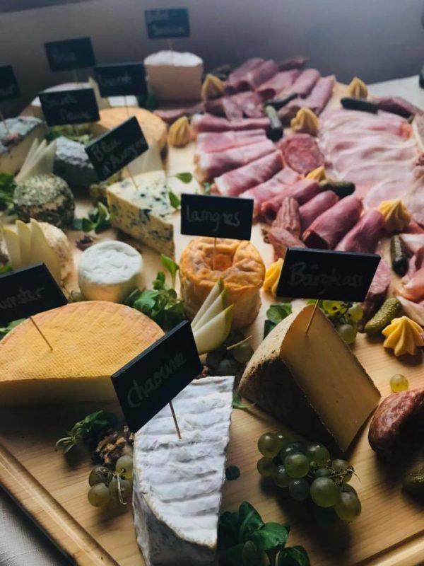 brunch-restaurant-etable-labresse-fromages-charcuteries